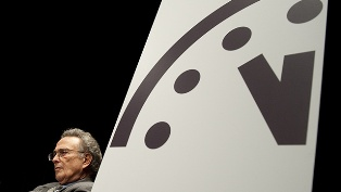"""علماء الفيزياء النووية: توقيت """"ساعة يوم القيامة"""" لم يتغير"""