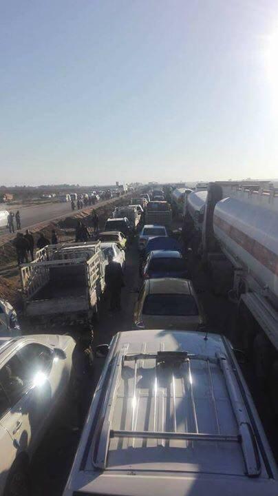 أزمة مرورية خانقة إثر منع الالاف من اهالي الانبار من دخول بغداد (صور)