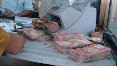 القاء القبض على مزور العملة في منطقة الحي العسكري