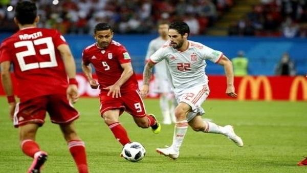 نقل عضو بجهاز منتخب إيران للمستشفى لإلغاء هدف أمام إسبانيا