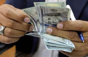 انخفاض أسعار الدولار في بورصة الكفاح والاسواق المحلية