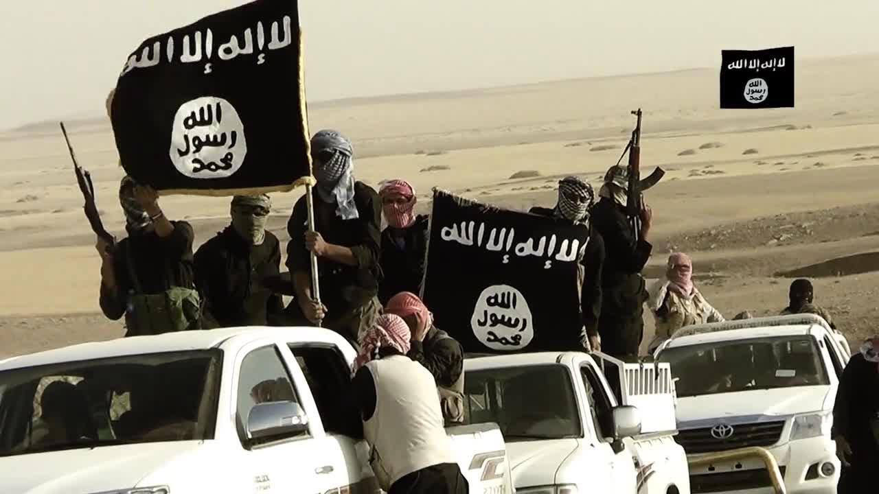 عناصر داعش الارهابي يتنكرون بزي الشرطة ويقتلون عددا من المدنيين بالموصل