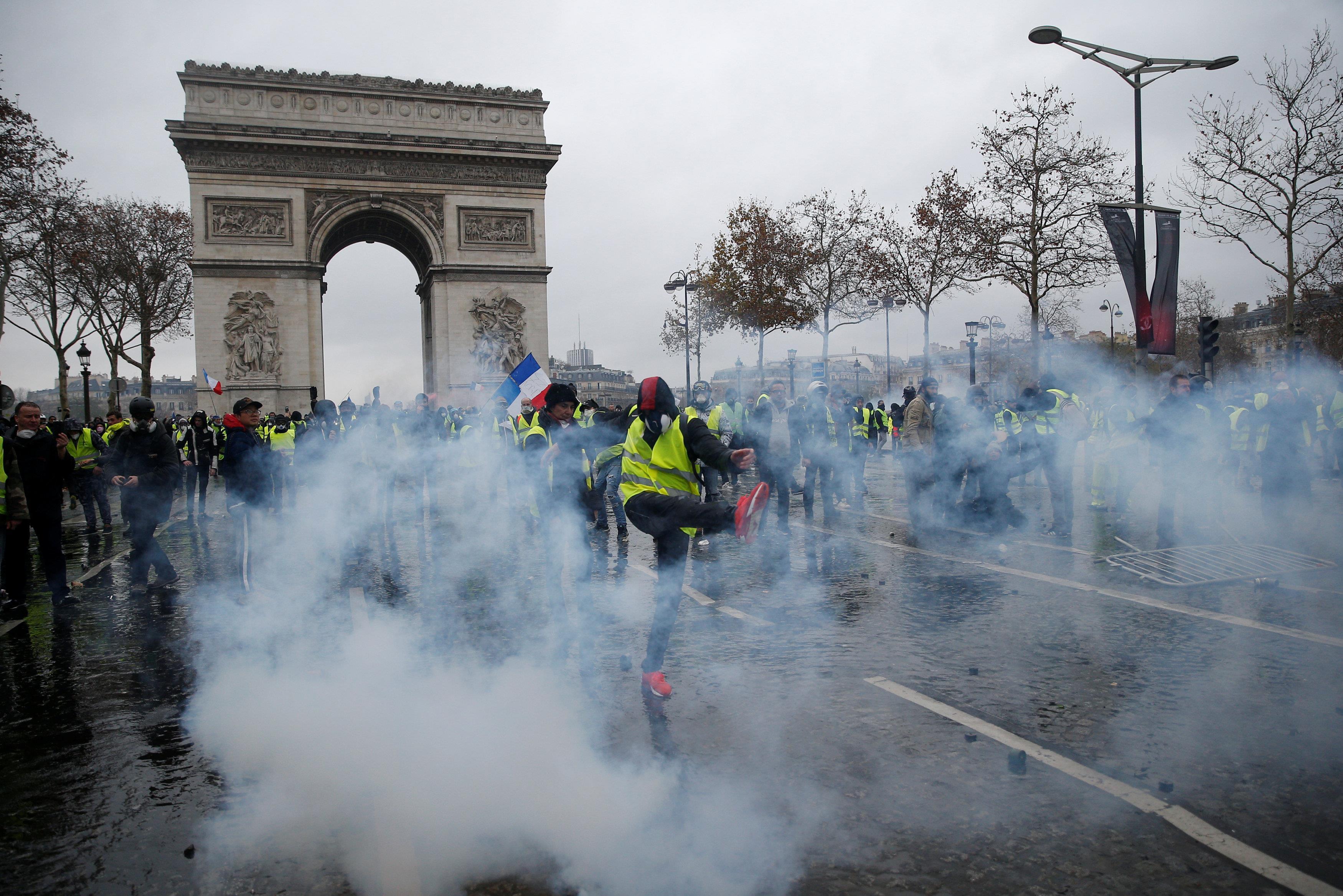 """رويترز: ماكرون توجه فور عودته من قمة العشرين لقوس النصر بباريس """"رمز فرنسا المحطم"""""""