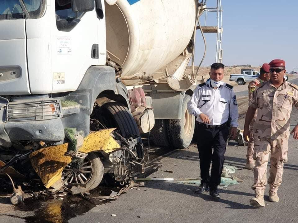 بالصور ..  حادث سير مروع يودي بحياة شخصين واصابة 3 اخرين على طريق الرمادي