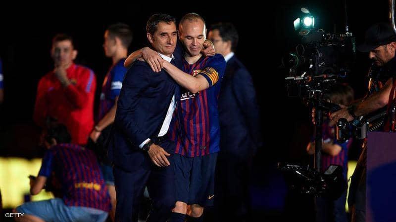 انييستا مهاجماً إدارة برشلونة: تصرفكم قبيح مع فالفيردي وعليكم احترام المدرب