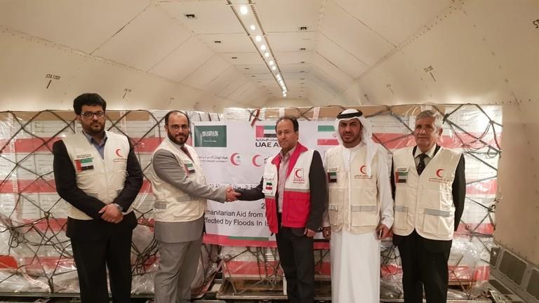 طائرة مساعدات إماراتية سعودية تتجه إلى إيران