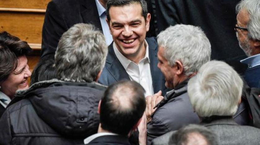 رئيس الوزراء اليوناني يفوز بثقة البرلمان