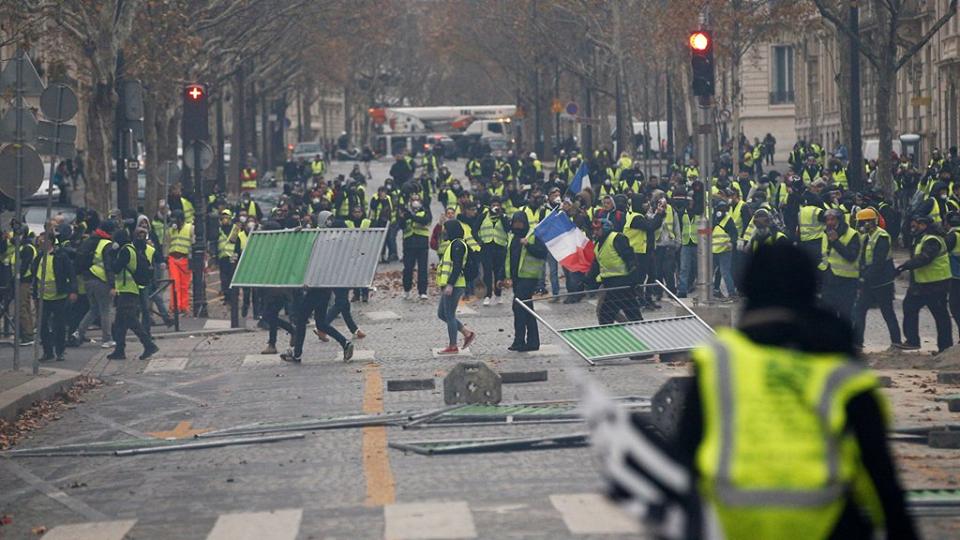 """اعتقال العشرات من """"السترات الصفراء"""" بعد تجدد مواجهات باريس"""
