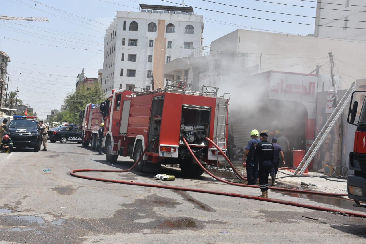 بالصور ..  نشوب حريق في الكرادة و10 فرق اطفاء تتدخل لاخماده