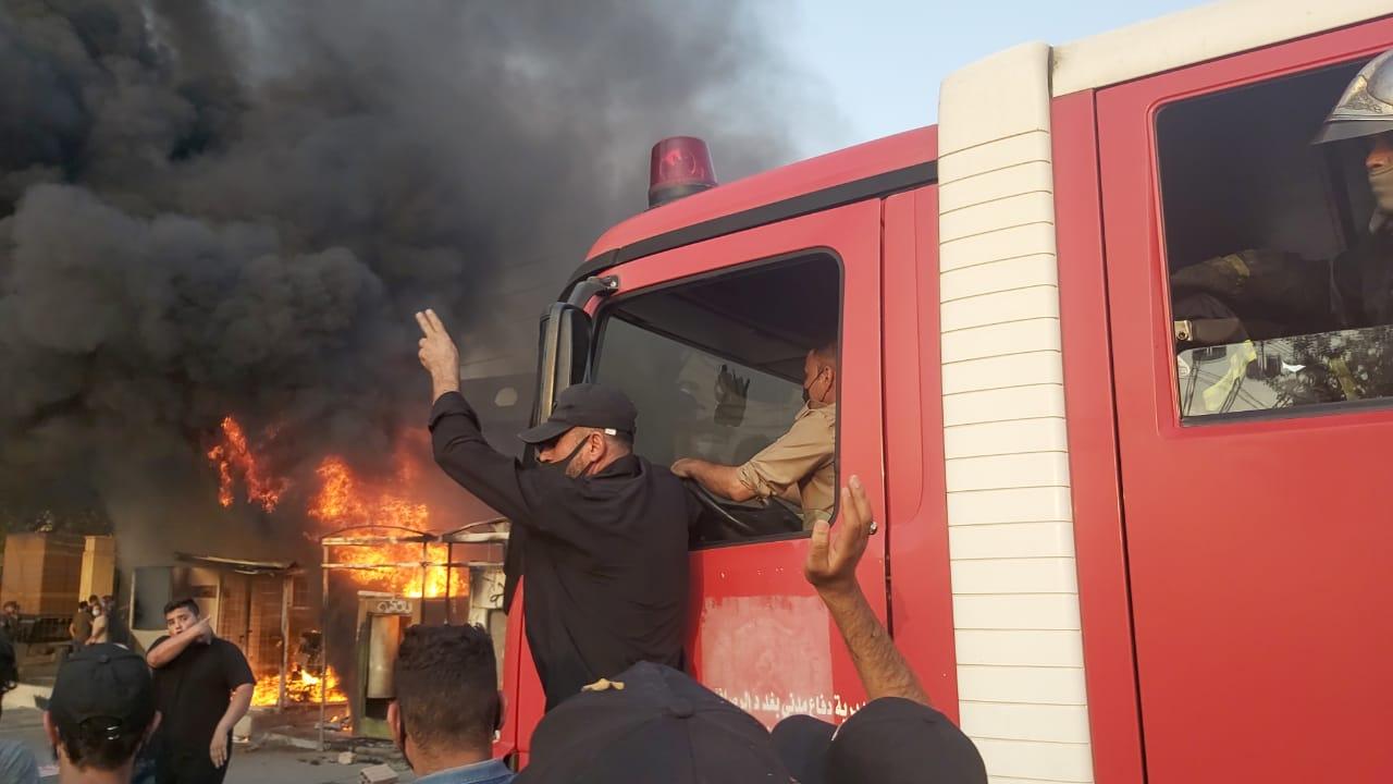 """محللون ومواطنون يستنكرون حرق مقر قناة دجلة ويصفون مهاجميها بـ""""الهمج"""""""