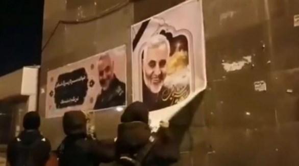 تهمة جديدة لاعتقال المحتجين في إيران بسبب تمزيق صور سليماني