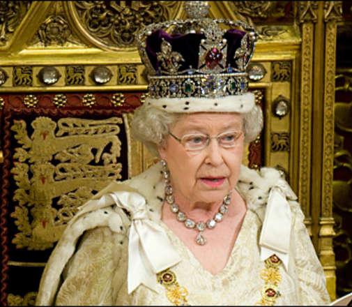 ردة فعل الملكة اليزابيث على هجوم مانشيستر صادمة ؟؟
