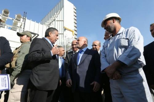 العبادي يشيد بملاكات وزارة الكهرباء على جهودهم في توفير الطاقة الكهربائية للمواطنيين