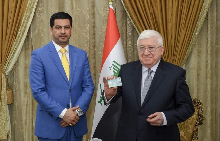 رئيس الجمهورية يتسلم بطاقته الانتخابية في قصر السلام ببغداد