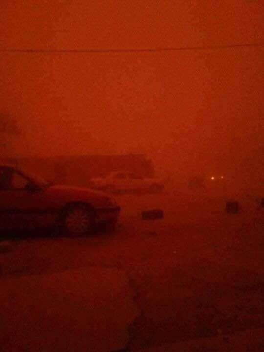 (بالصور) عاصفة ترابية قادمة من غرب الانبار بإتجاه بغداد من كبيسة قرب هيت أمس