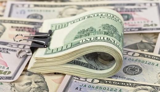 أسعار الدولار تسجل استقرارا بالأسواق المحلية