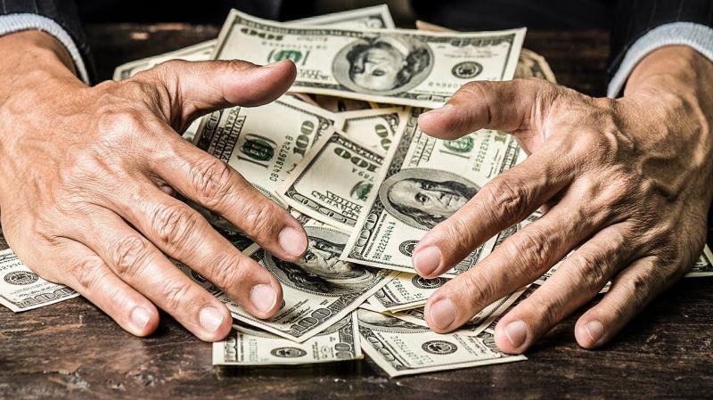 باحث: 300 مليار دولار هُدرت على 6 الاف مشروع وهمي في العراق منذ 2003