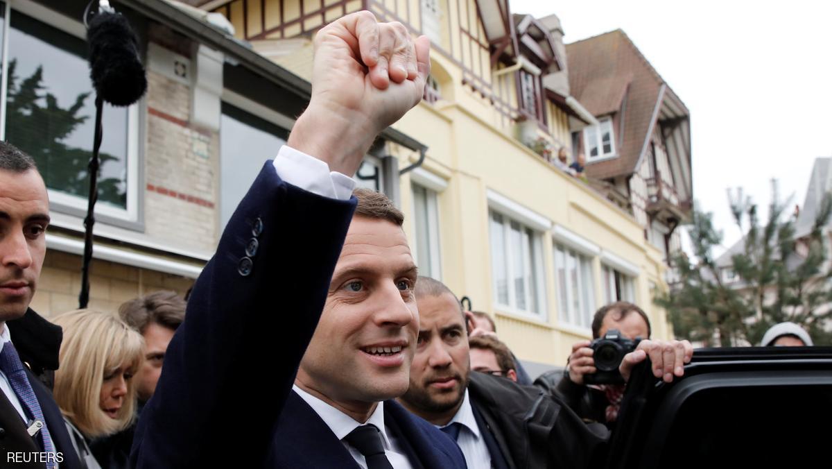 انتخابات فرنسا.. مؤشرات أولية تظهر تقدم ماكرون ولوبان