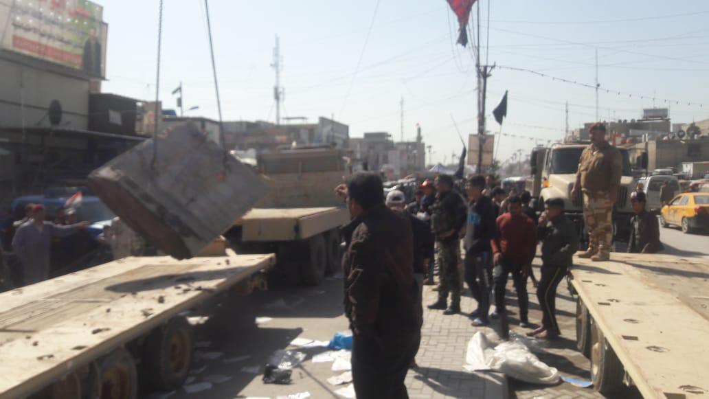 """بالصور ..  رفع """"الصبات"""" من سوق عريبة في مدينة الصدر شرقي بغداد"""