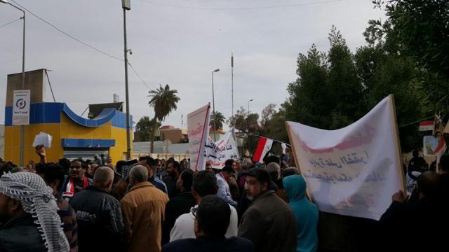 أهالي ذي قار يتظاهرون للمطالبة بإلغاء خصخصة الكهرباء والدواء