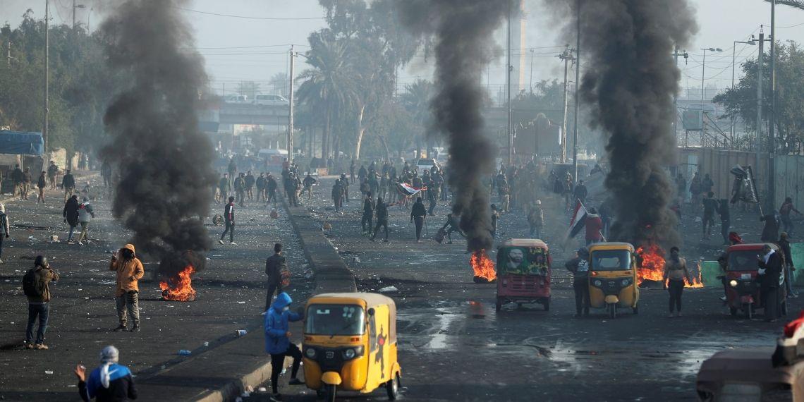 بالفيديو ..  لحظة استشهاد متظاهر قرب سريع محمد القاسم في بغداد