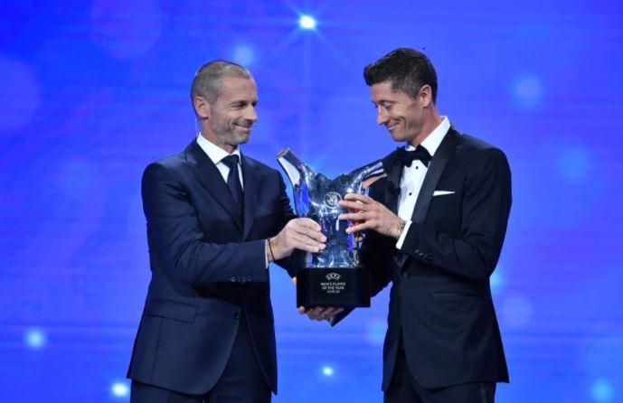 ليفاندوفسكي يتوج بجائزة أفضل لاعب في أوروبا