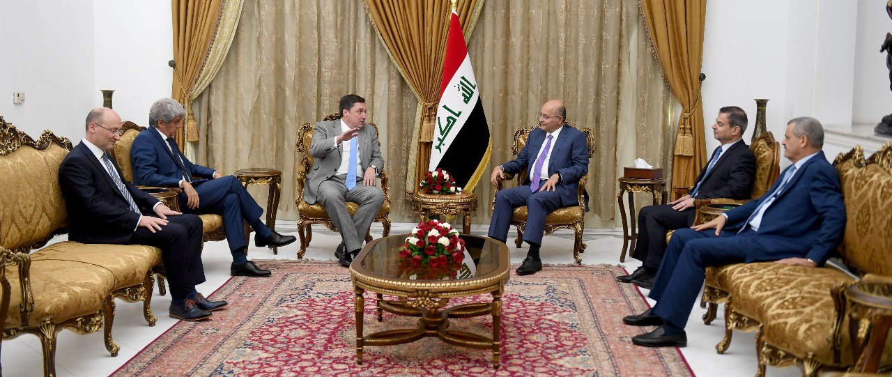 President of the Republic receives US charge d'affaires and stresses the removal of Iraq from the conflict Image