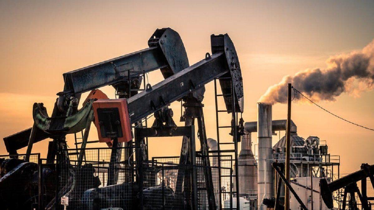 أسعار النفط تهبط بعد زيادة مفاجئة للمخزونات الأمريكية