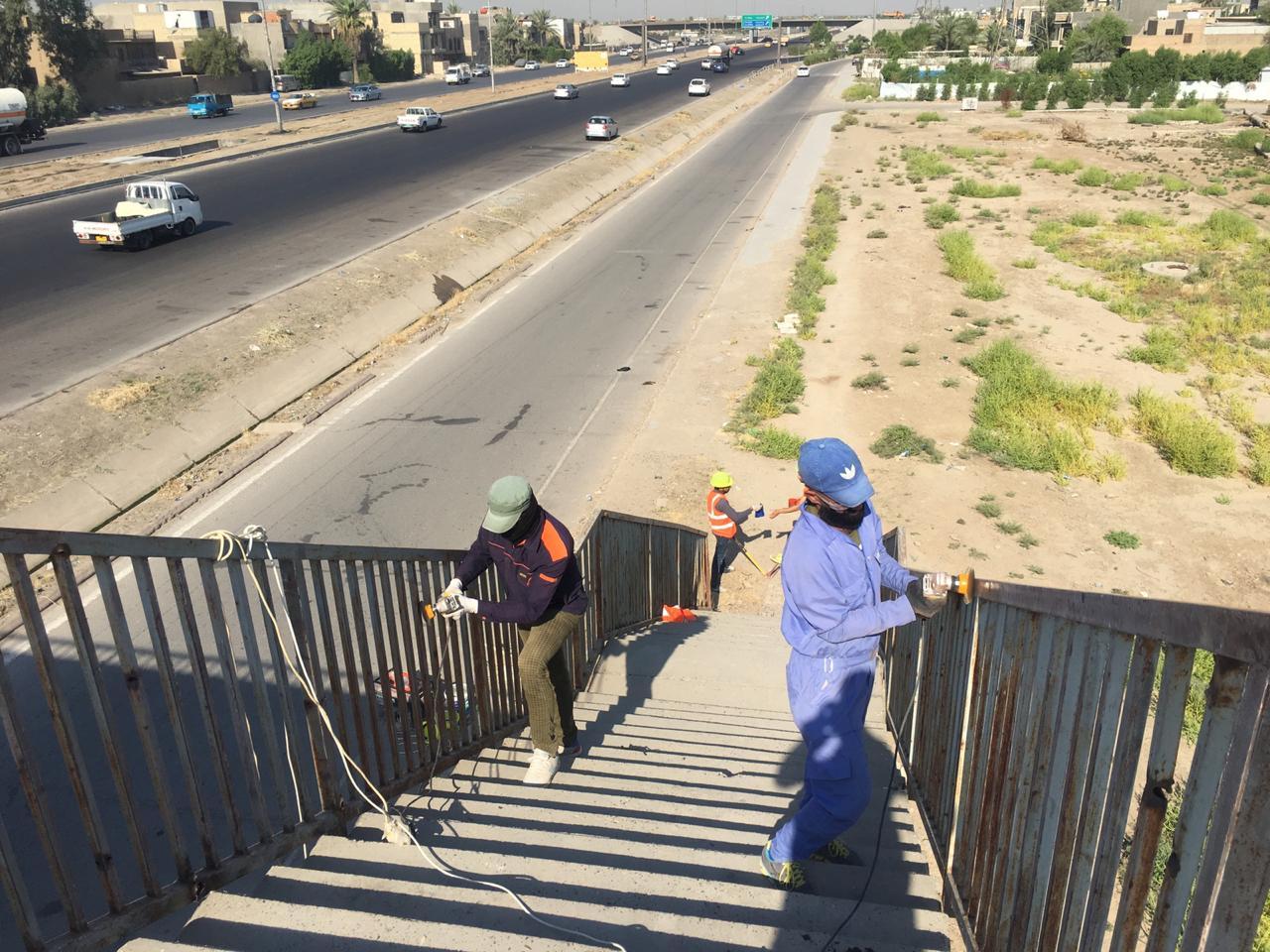 المباشرة  بصيانة 4 مجسرات للمشاة غرب بغداد