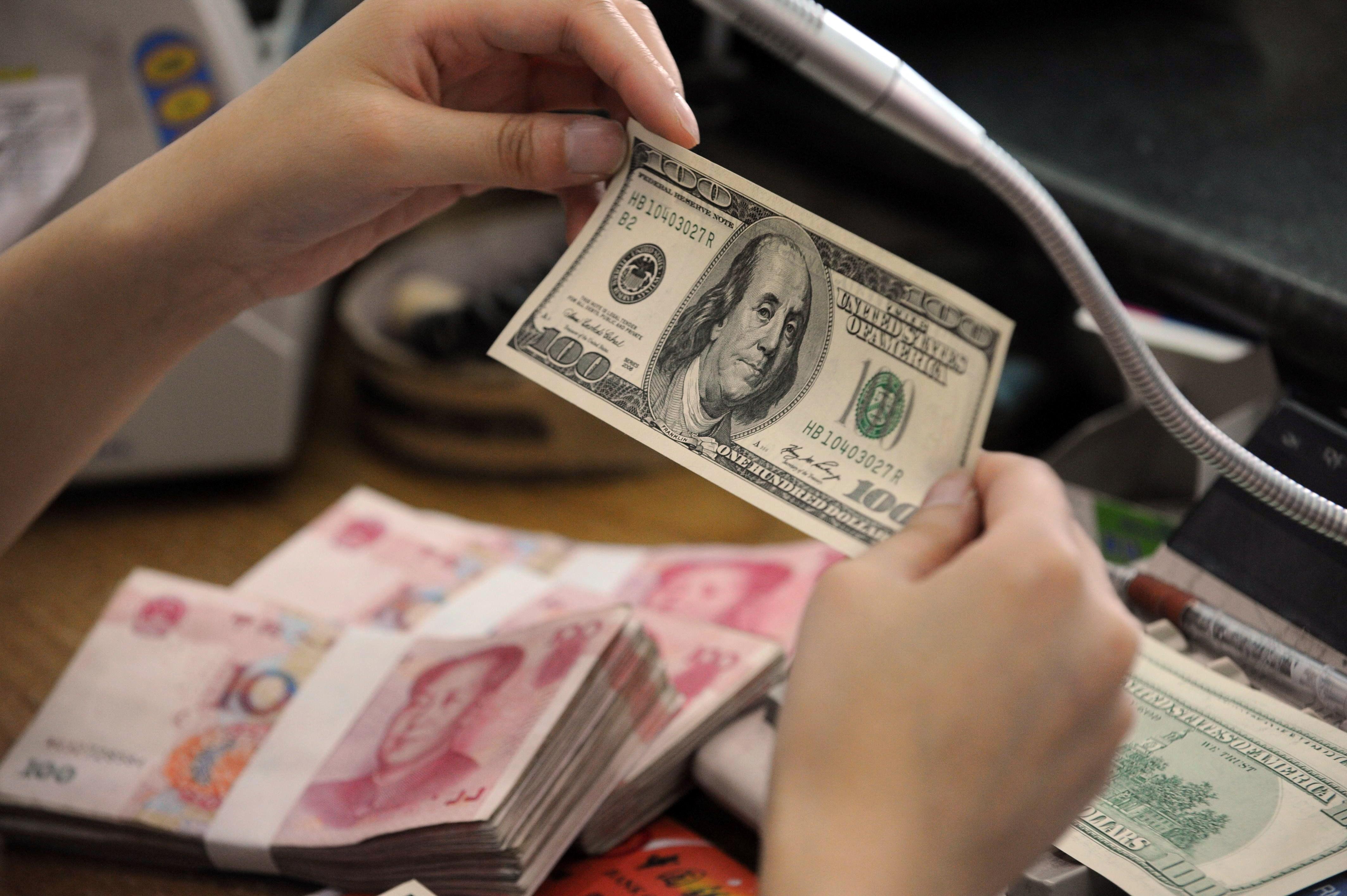 الدولار يهوي لأقل مستوى في 5 أشهر مقابل الين