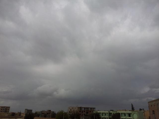 اليوم وغدا ... أمطار رعدية ليلية مصحوبة ببرد (حالوب) وانخفاض بدرجات الحرارة