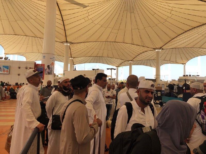 بالصور ..  غياب موظفي الخطوط الجوية العراقية يتسبب بتأخير الحجاج لساعات في مطار جدة