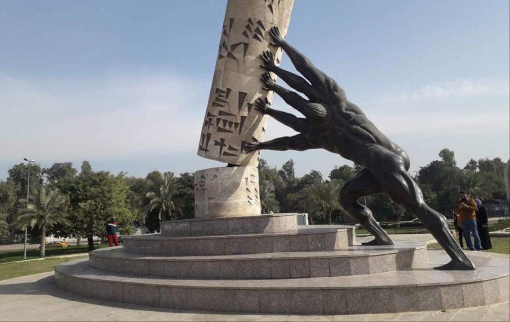 """بالصورة ..  مجهول يلون اظافر نصب """"انقاذ بغداد"""""""
