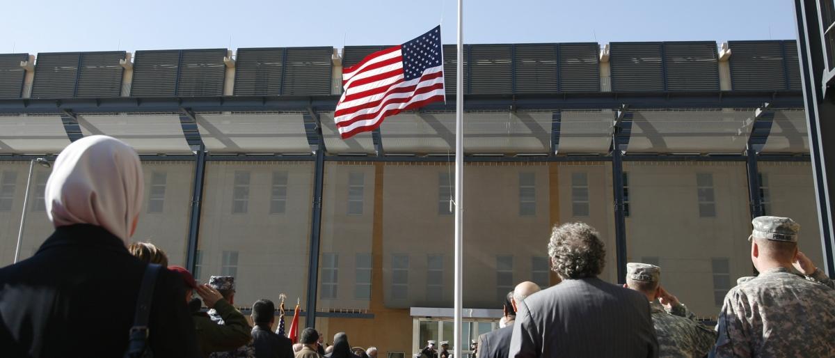 السفارة الأميركية ببغداد تدعو مواطنيها إلى تجنب التواجد بمقرها بسبب تظاهرات انصار الصدر