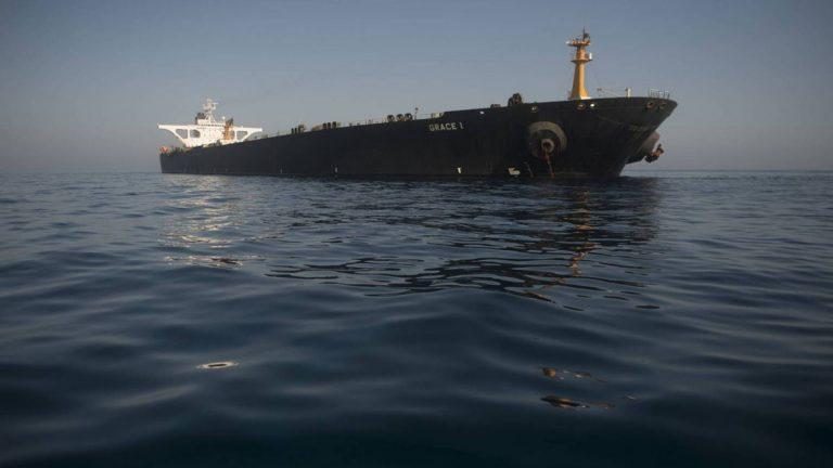 ناقلة النفط الإيرانية تغادر مضيق جبل طارق