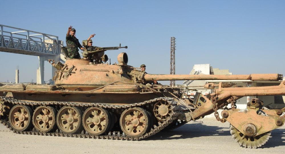 الجيش السوري يتحرك باتجاه حقول النفط بالرقة قرب الحدود العراقية