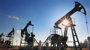 النفط يهبط وسط علامات تباطؤ الطلب الأمريكي