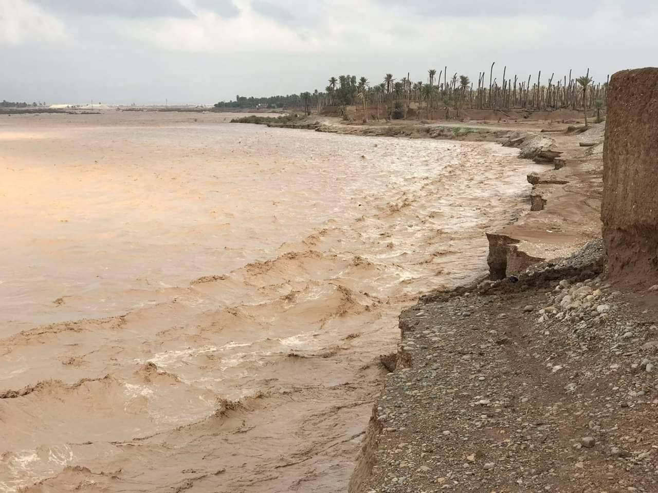 بالصور ..  سيول قادمة من ايران تجتاح مناطق عراقية