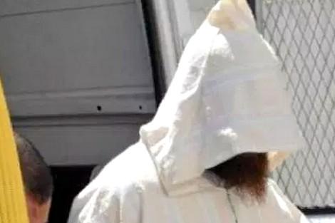 احداهن هربت من خطيبها بسببه! ..  رجل دين يغتصب فتيات داخل مسجد!
