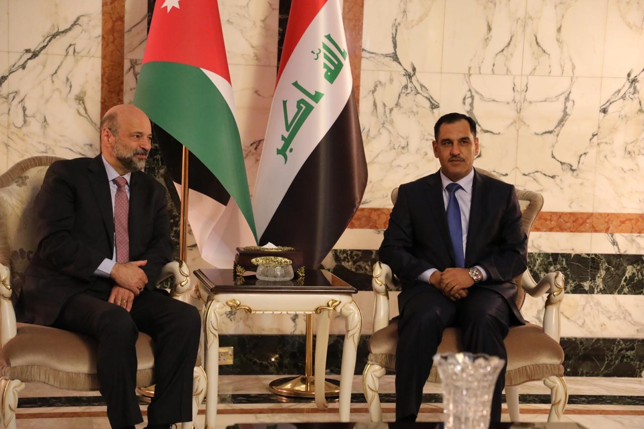 Petra: Al-Razzaz will discuss in Baghdad completing the oil pipeline and achieving economic integration with Iraq Image
