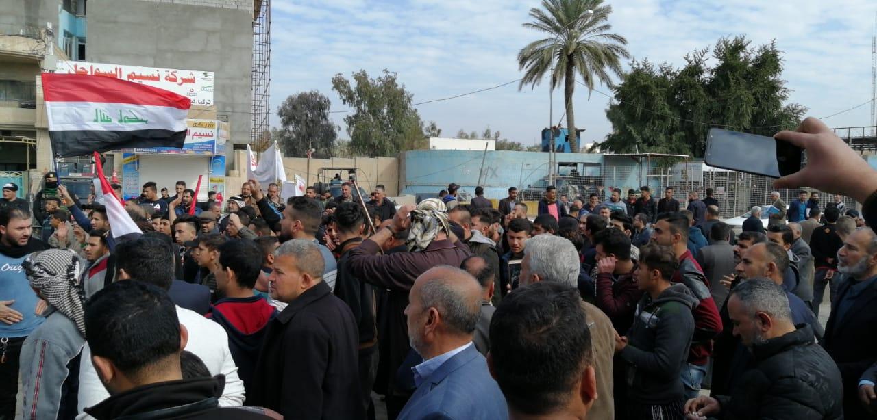 بالصور ..  تجدد التظاهرات امام مجلس محافظة ديالى لليوم الثاني