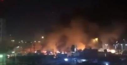 بالفيديو ..  حرق خيم المتظاهرين في البصرة من قبل قوات الصدمة