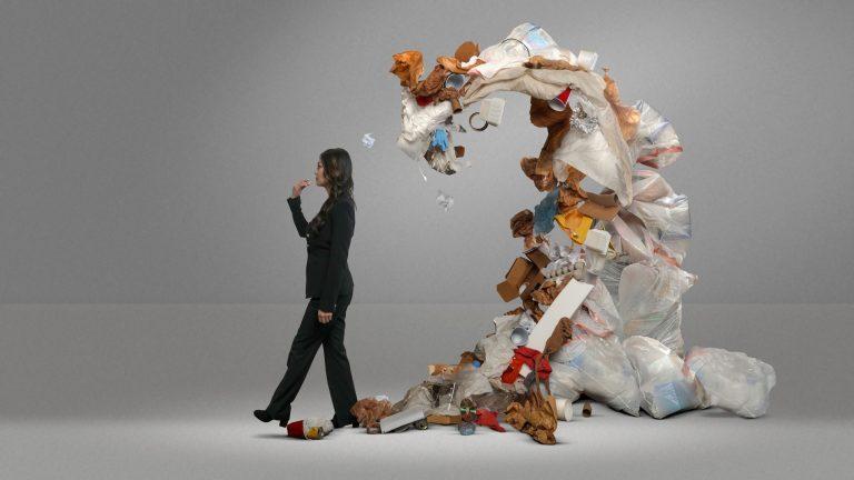 الإنسان يبتلع 250 غرامًا من البلاستيك سنويًا
