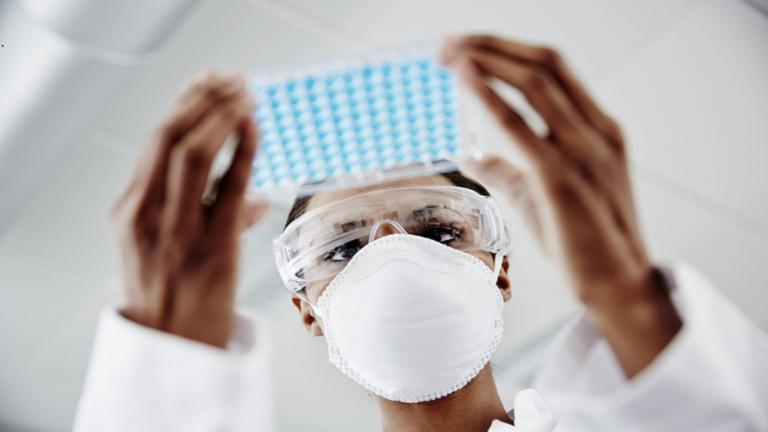 """باحثو الإنفلونزا يزعمون الحاجة إلى تطوير مضاد جديد للفيروسات لـ""""وقف"""" تكاثر كورونا في الجسم"""