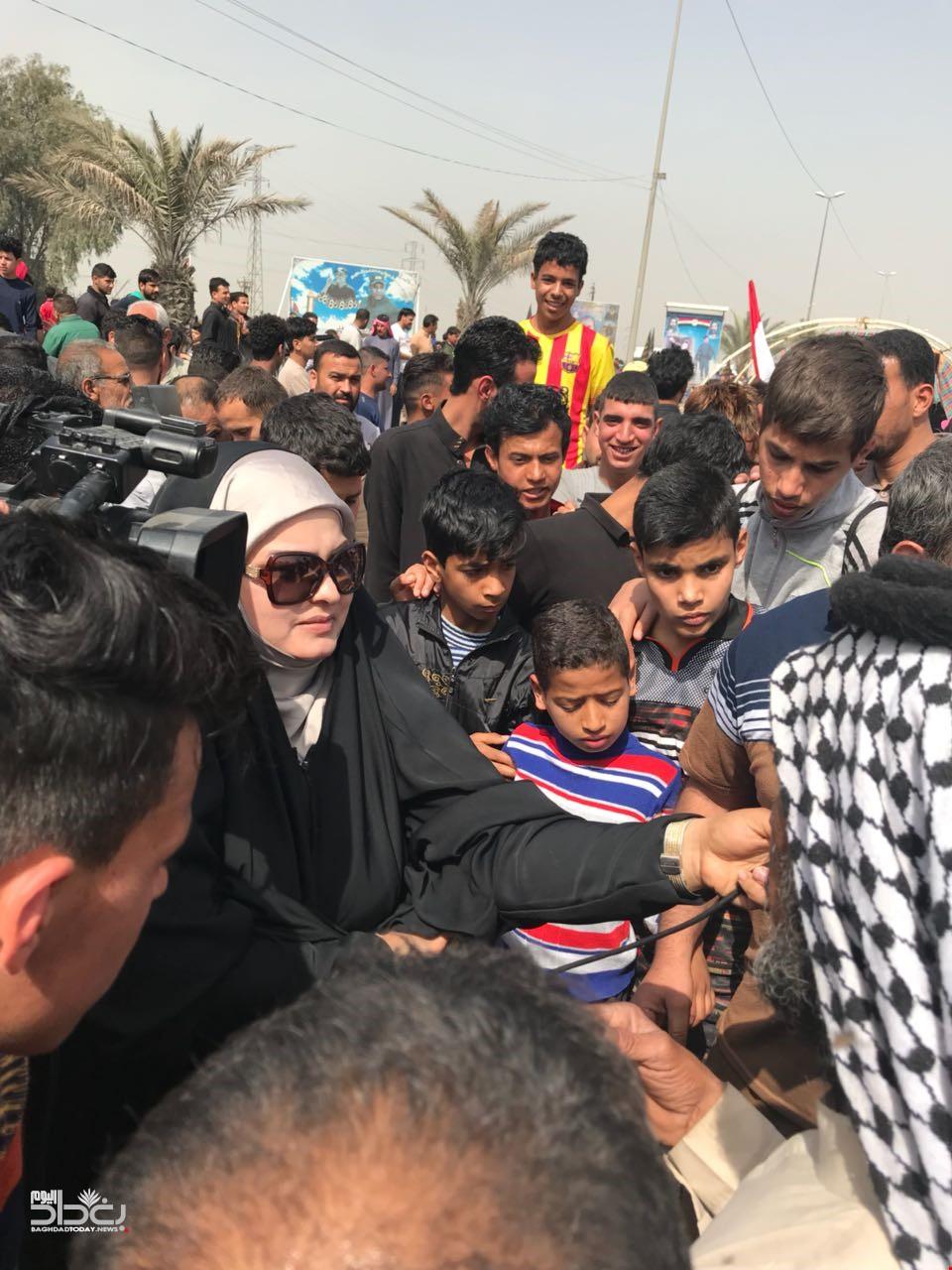 العشرات من اهالي منطقة بوب الشام شمال بغداد يتظاهرون احتجاجا على سوء الخدمات