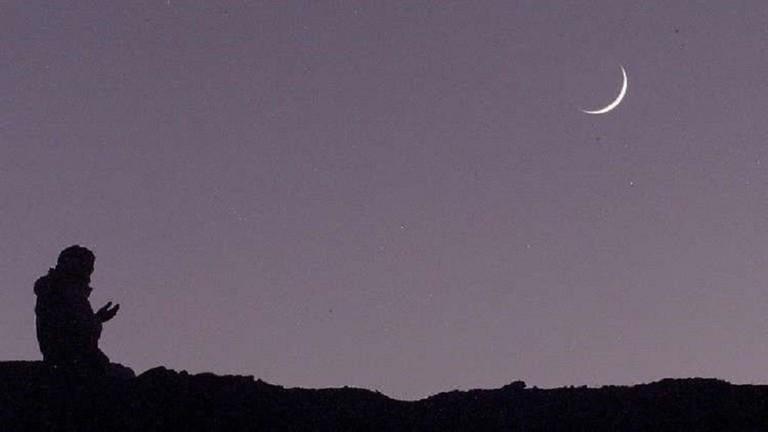 الحسابات الفلكية تحدد أول أيام عيد الفطر في مصر