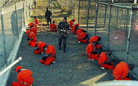 واشنطن: معتقلون سابقون في جوانتانامو يقاتلون مع داعش