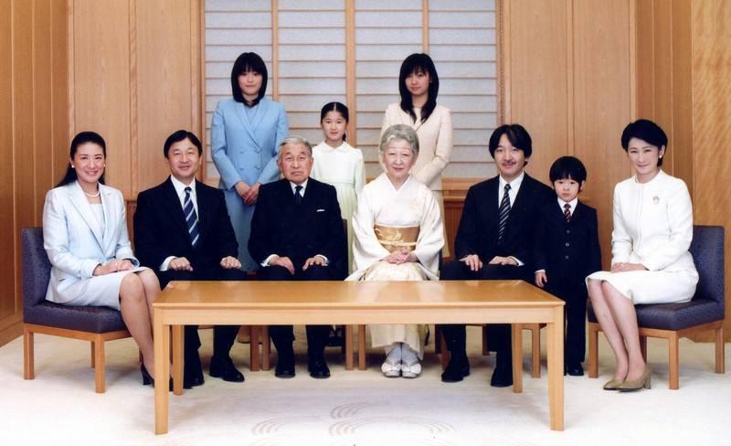 حفيدة الامبراطور الياباني تخالف التقاليد و تختار الزواج من العامة ؟؟