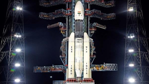 الهند تنجح في إطلاق بعثتها القمرية الثانية