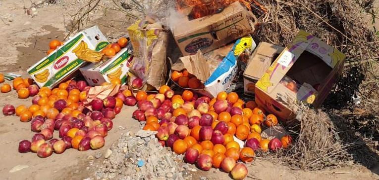 الجمارك تتلف مواد غذائية ممنوعة من الاستيراد في منفذ زرباطية الحدودي